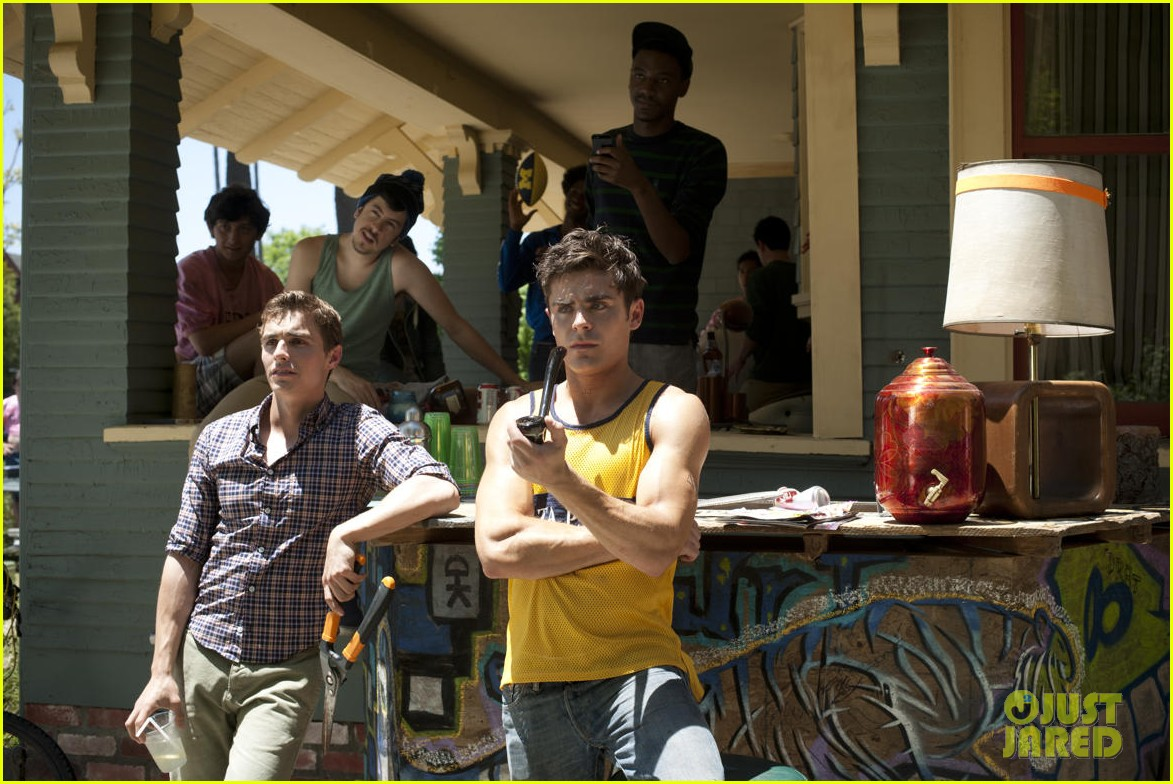 zac efron neighbors official trailer watch now 043014221
