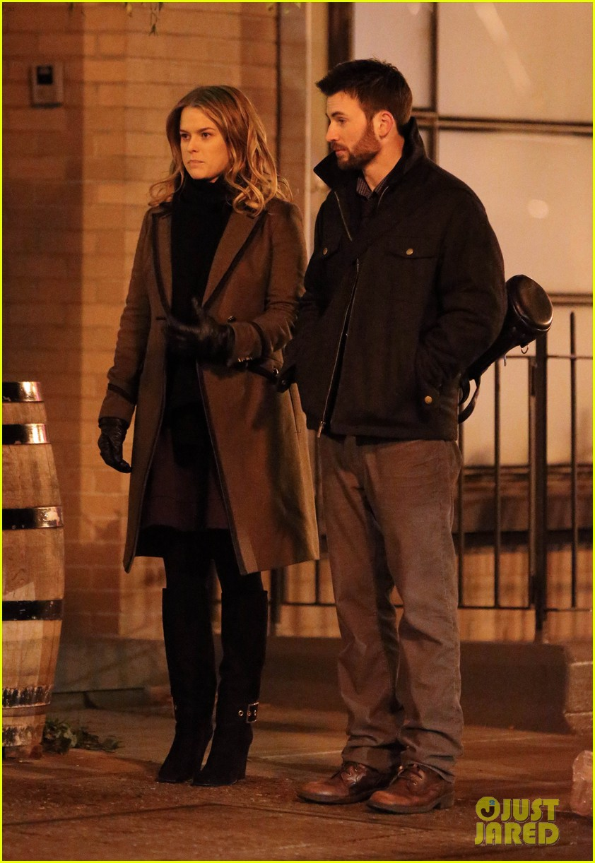 chris evans alice eve get romantic on 130 train set 033014684