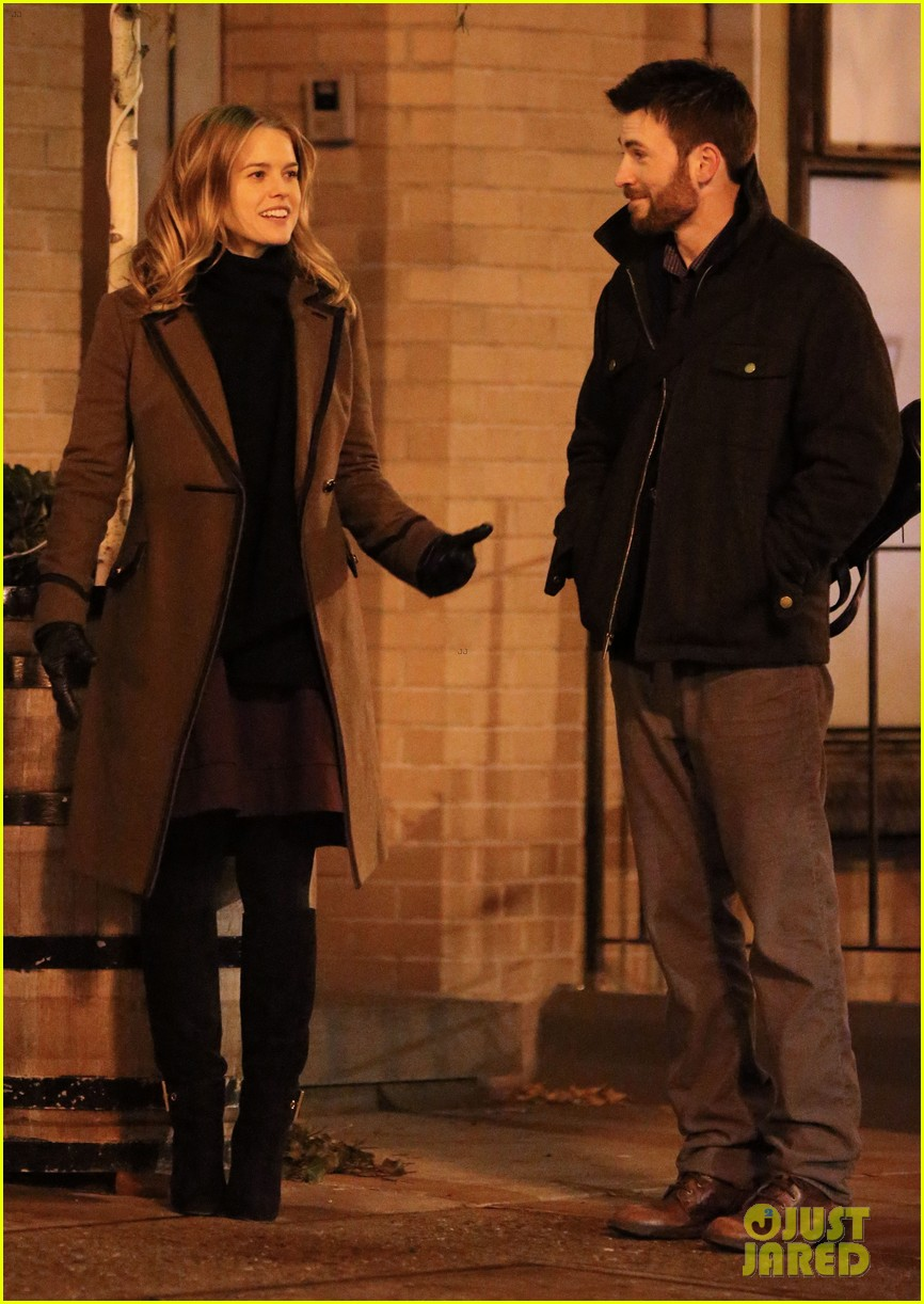 chris evans alice eve get romantic on 130 train set 053014686