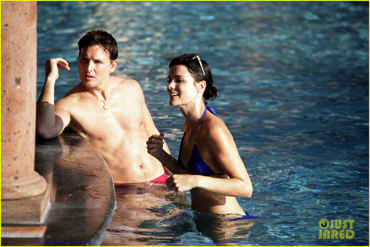peter facinelli jaimie alexander bare beach bods in mexico 023009994