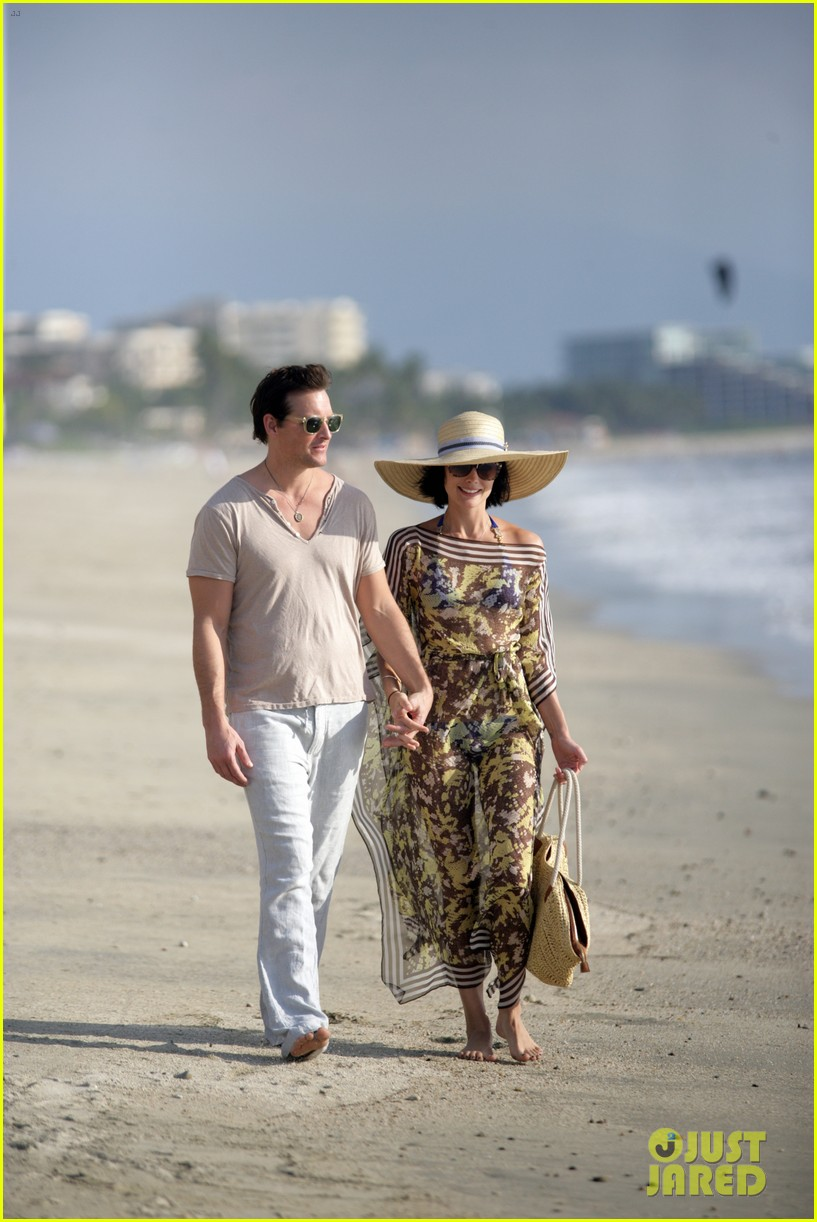 peter facinelli jaimie alexander bare beach bods in mexico 033009995