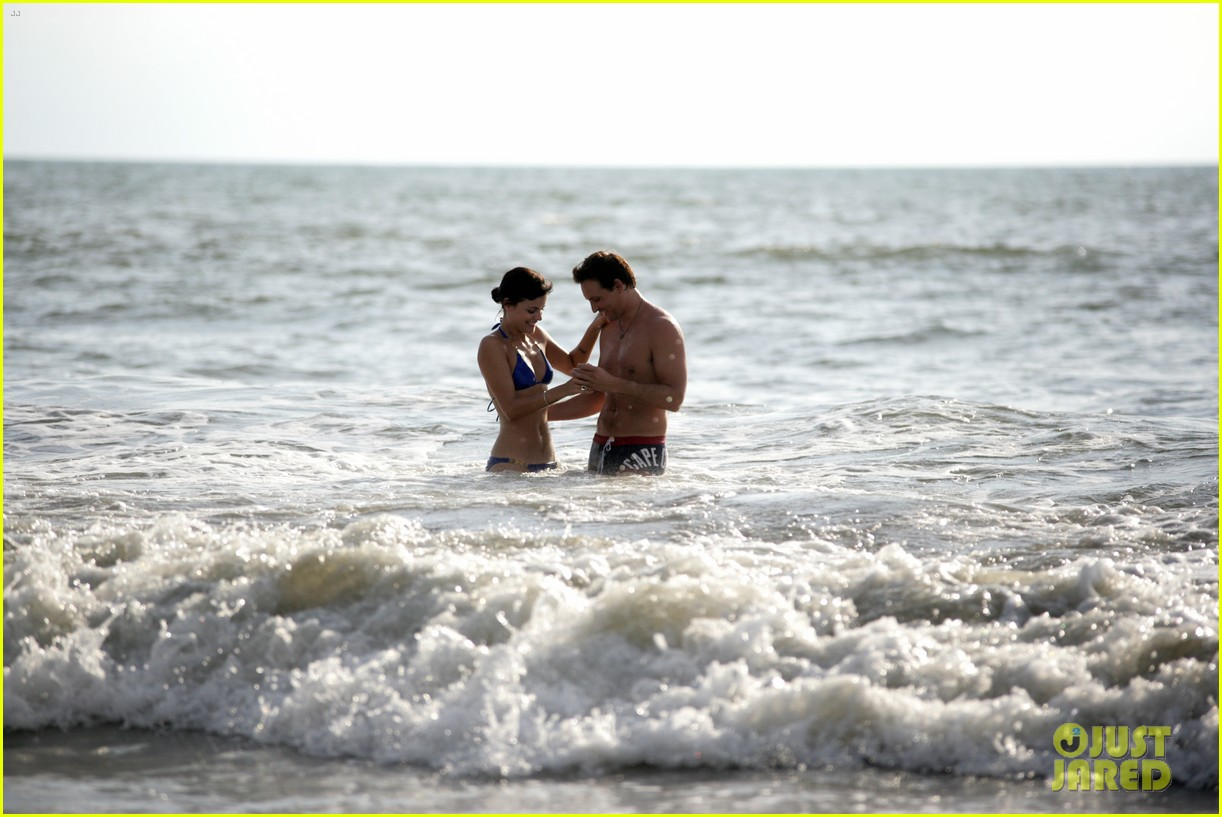 peter facinelli jaimie alexander bare beach bods in mexico 053009997