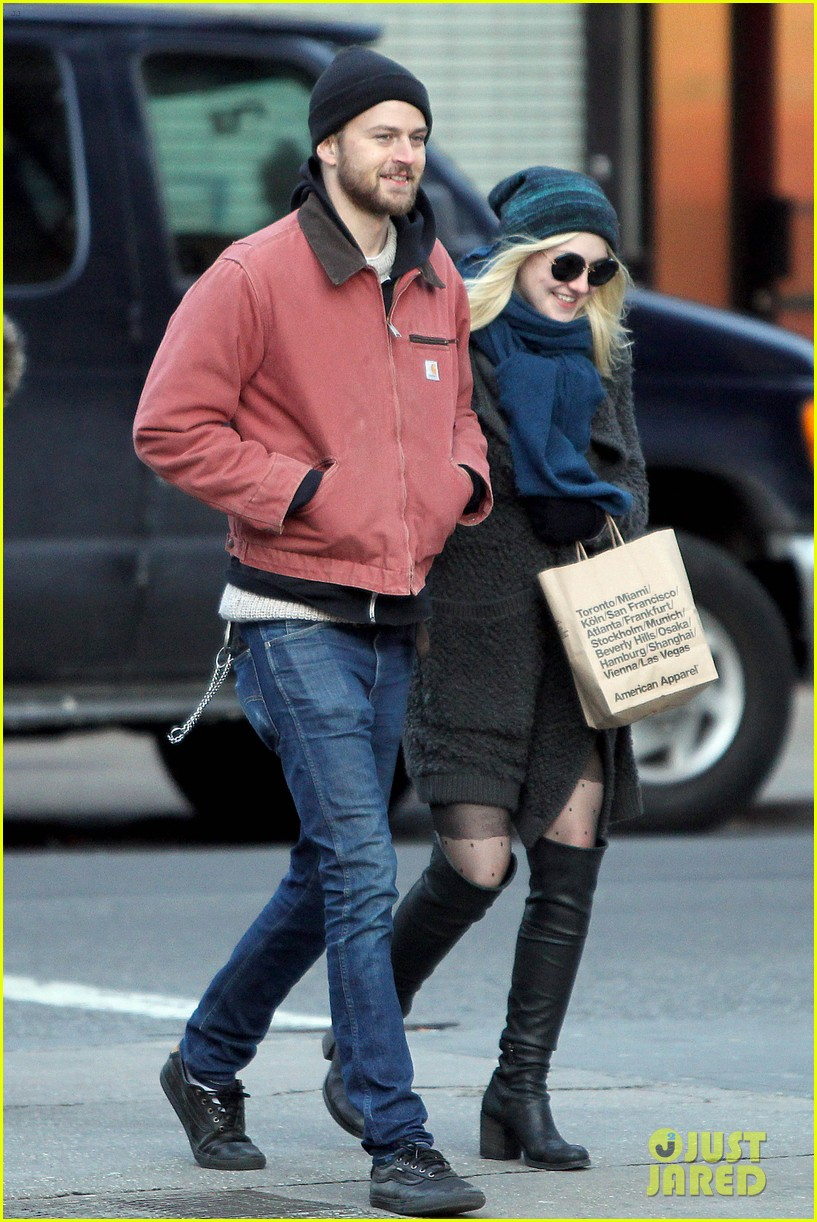 dakota fanning boyfriend jamie stratchan walk arm in arm in new york city 013010761