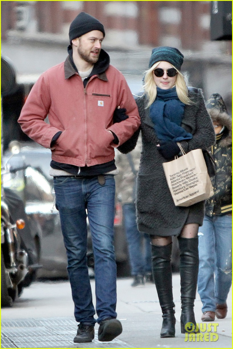 dakota fanning boyfriend jamie stratchan walk arm in arm in new york city 033010763