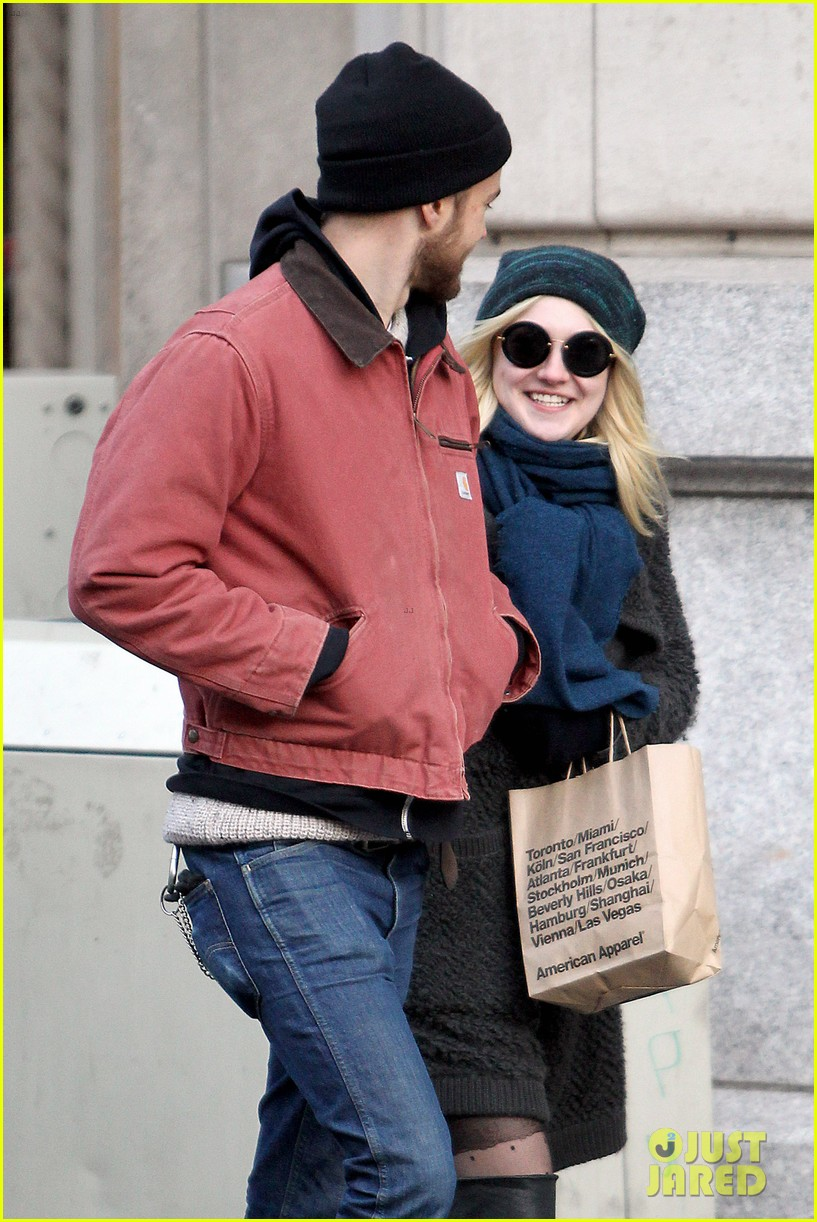 dakota fanning boyfriend jamie stratchan walk arm in arm in new york city 083010768