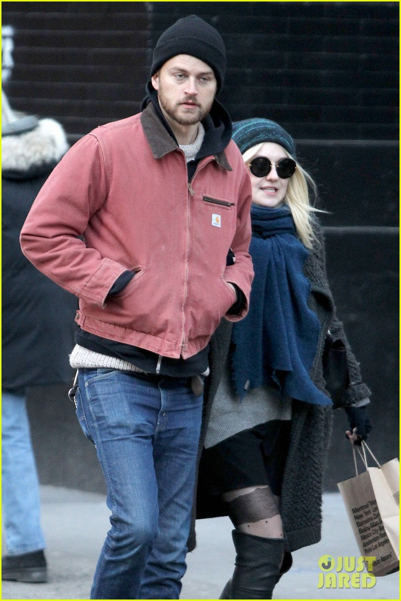 dakota fanning boyfriend jamie stratchan walk arm in arm in new york city 103010770