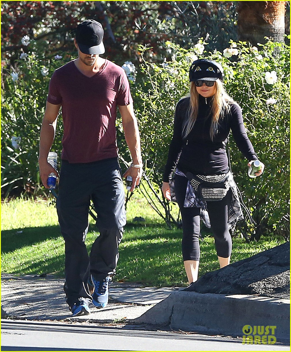 fergie josh duhamel dog walking duo 123003024