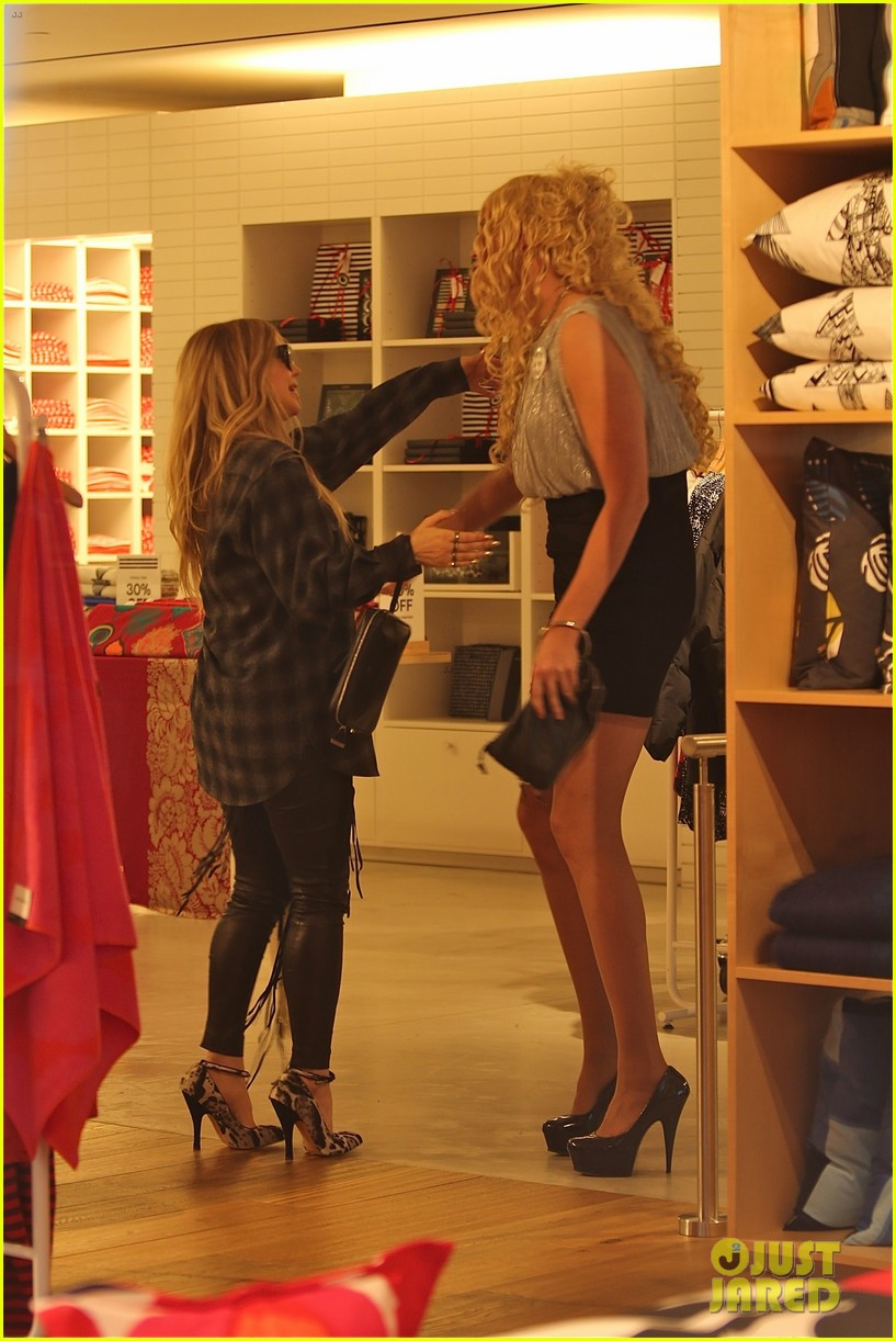 fergie christmas shopping at james pearce store 123014391