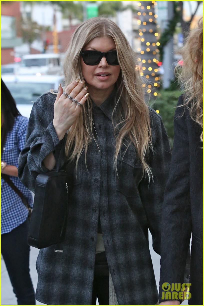 fergie christmas shopping at james pearce store 13