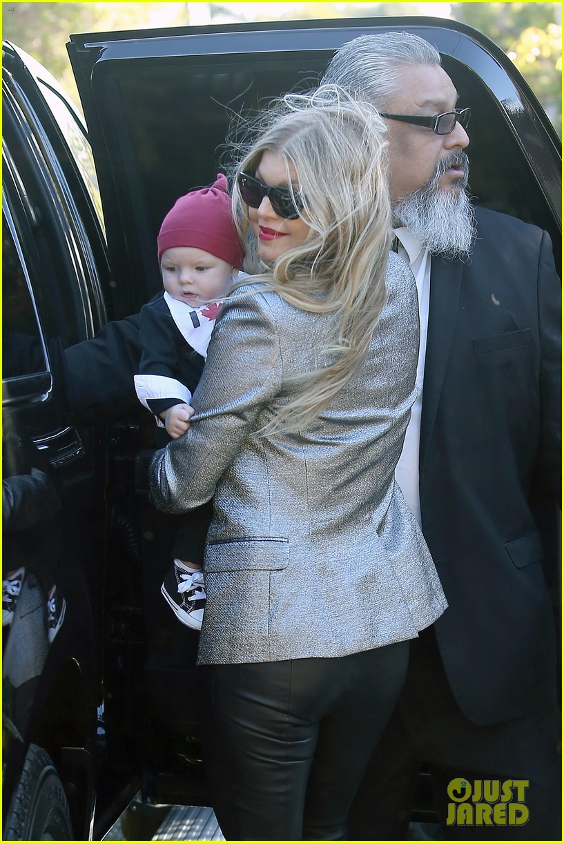 fergie josh duhamel celebrate christmas with baby axl 033017674
