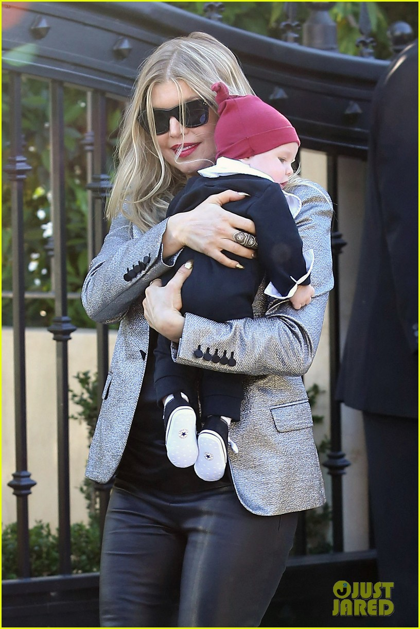 fergie josh duhamel celebrate christmas with baby axl 163017687