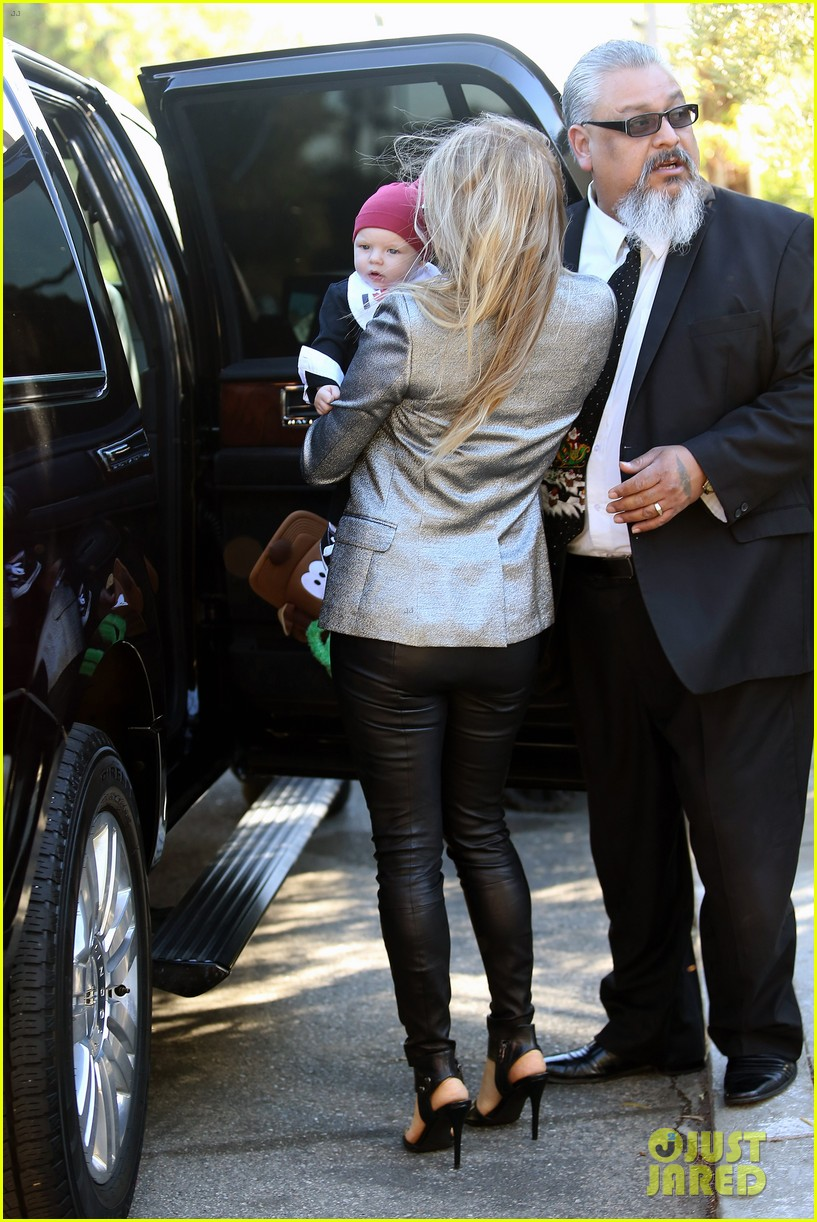 fergie josh duhamel celebrate christmas with baby axl 243017695