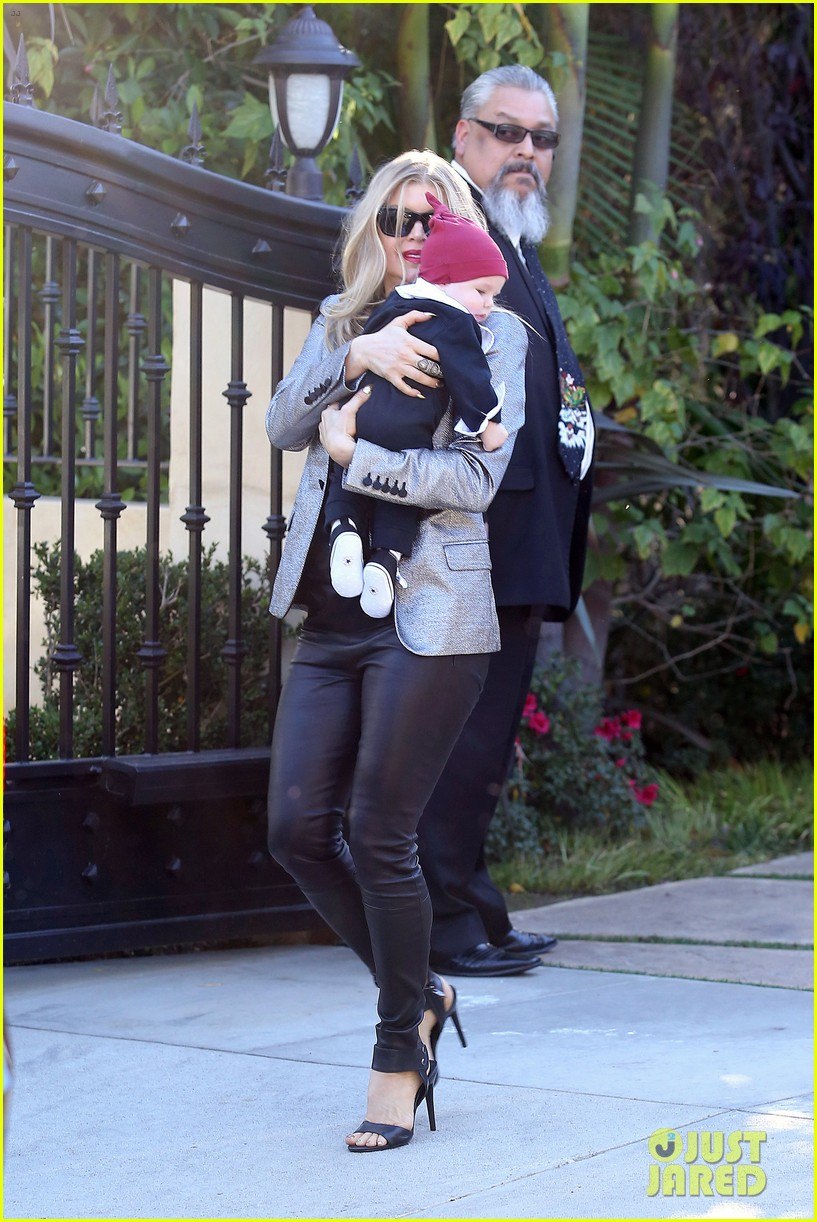 fergie josh duhamel celebrate christmas with baby axl 263017697