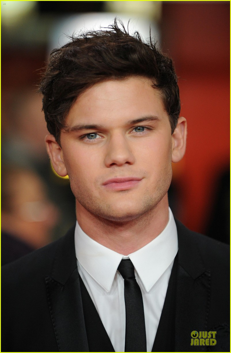 colin firth jeremy irvine railway man london premiere 103005011