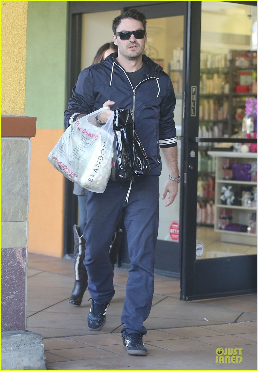 megan fox brian austin green planet beauty shopping pair 10