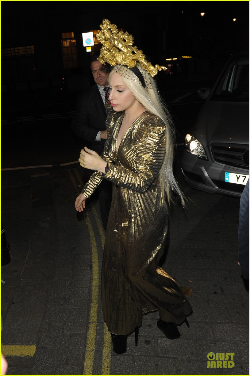 lady gaga rocks golden headpiece for artpop promo 06