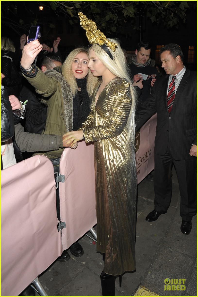 lady gaga rocks golden headpiece for artpop promo 123005057
