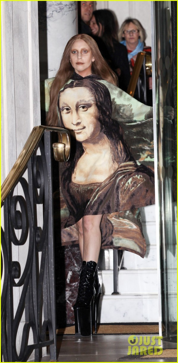 lady gaga displays mona lisa dress in london 013004958