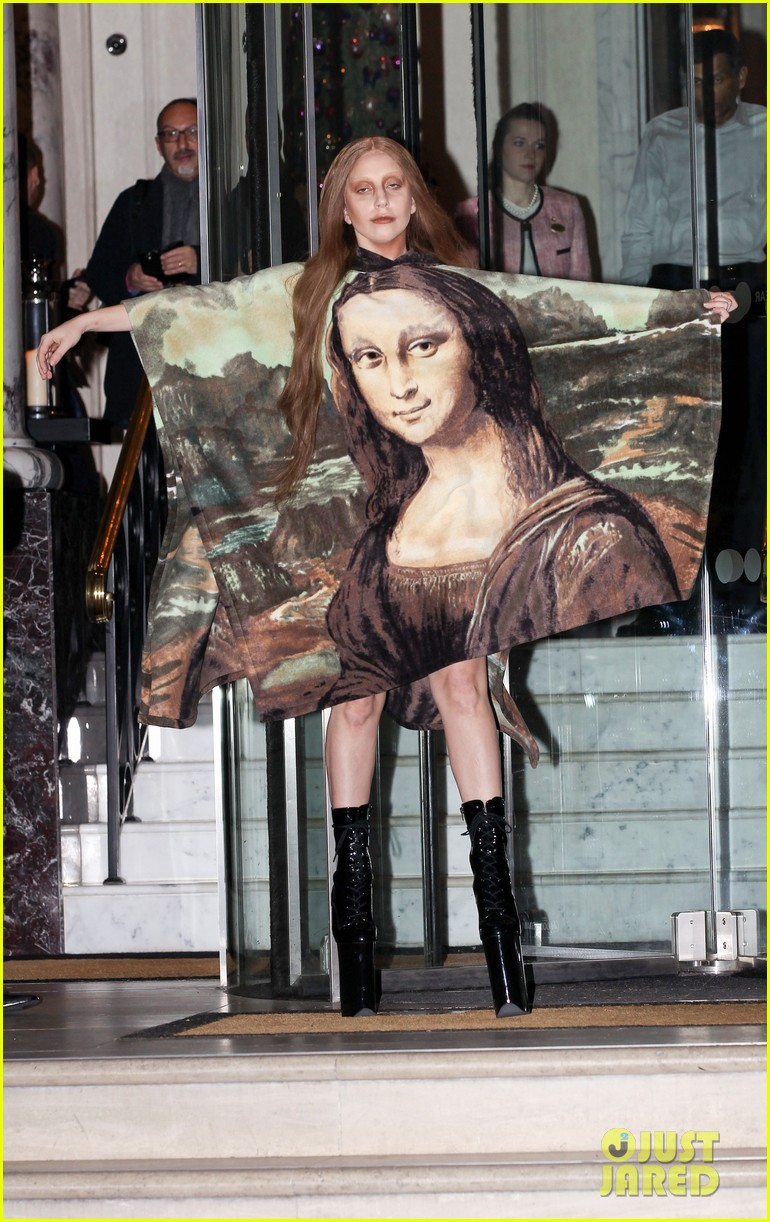 lady gaga displays mona lisa dress in london 063004963