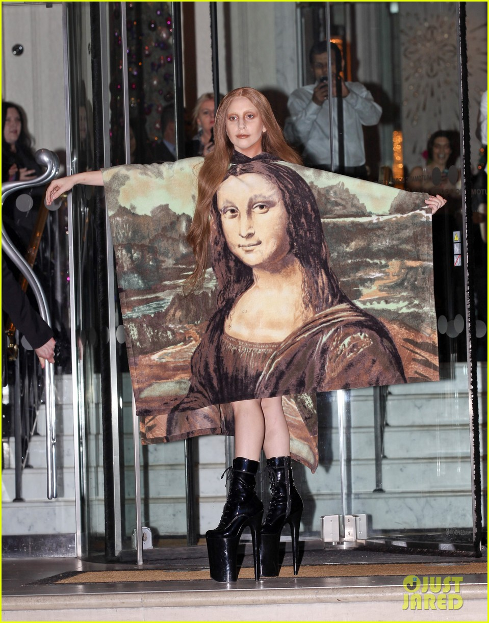 lady gaga displays mona lisa dress in london 08