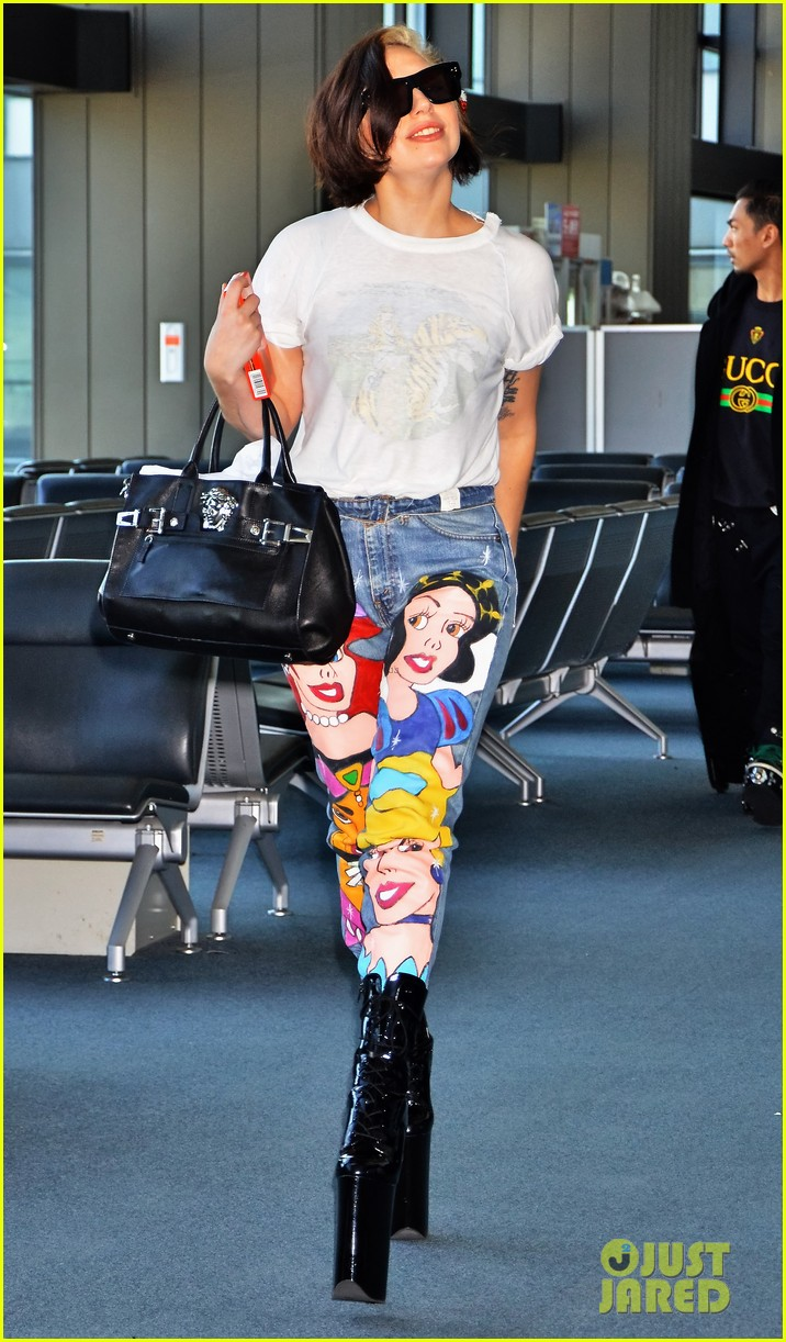 lady gaga shows off natural hair disney princess jeans 023003893