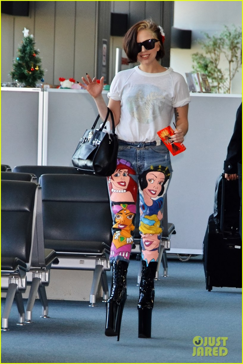 lady gaga shows off natural hair  u0026 disney princess jeans