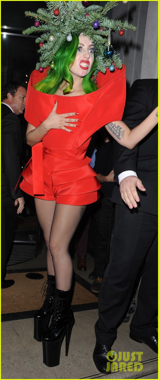 lady gaga dresses as christmas tree after capital fm ball 113007989