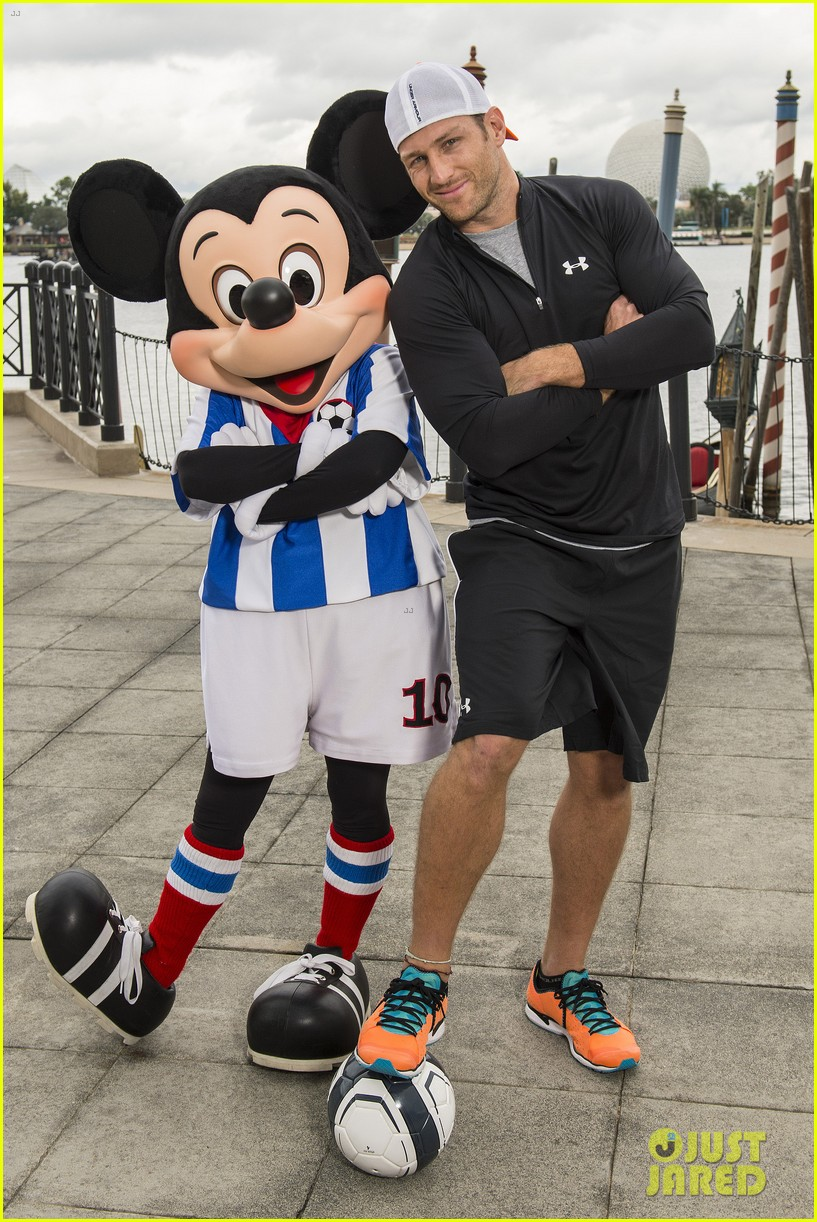 the bachelors juan pablo galavis visits disney world with daughter camila 043019811
