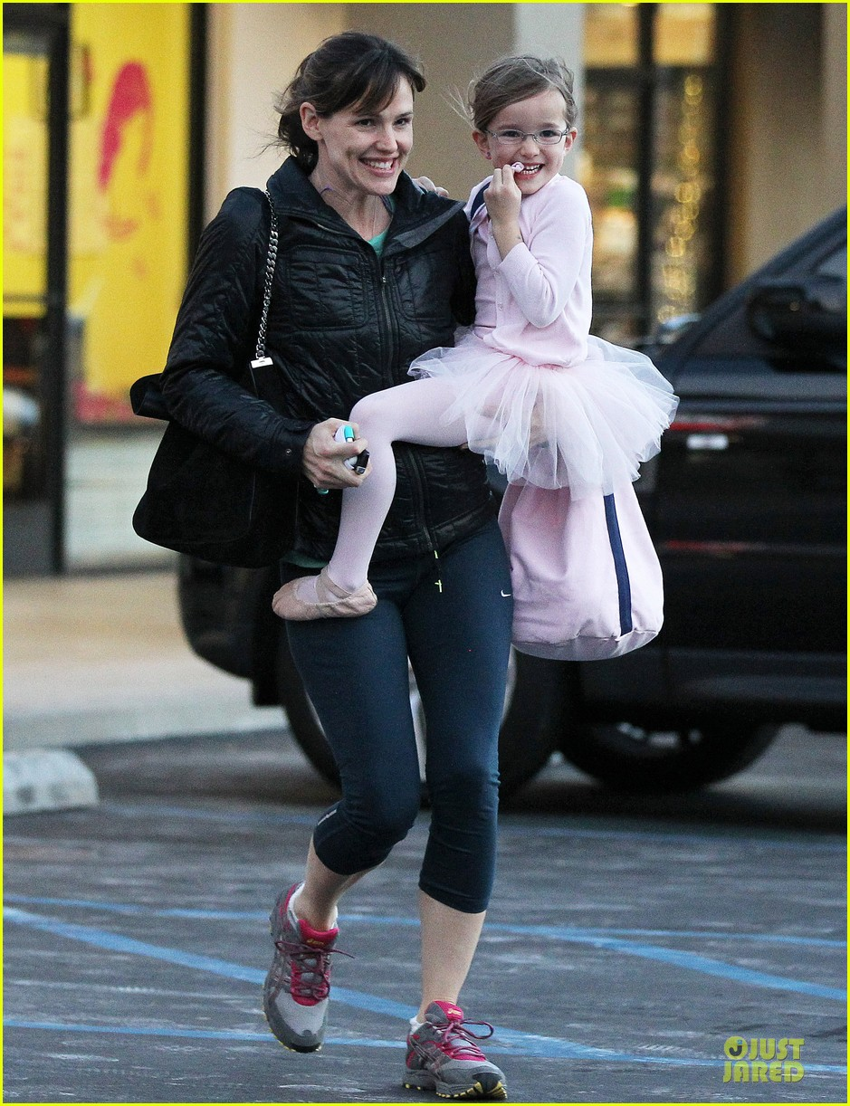 jennifer garner wraps week with seraphina ballet class 033011758
