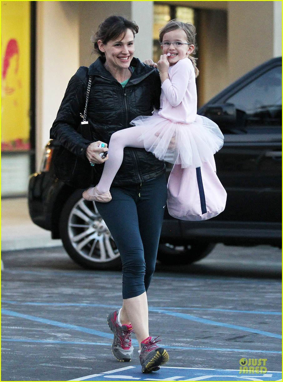 jennifer garner wraps week with seraphina ballet class 153011770