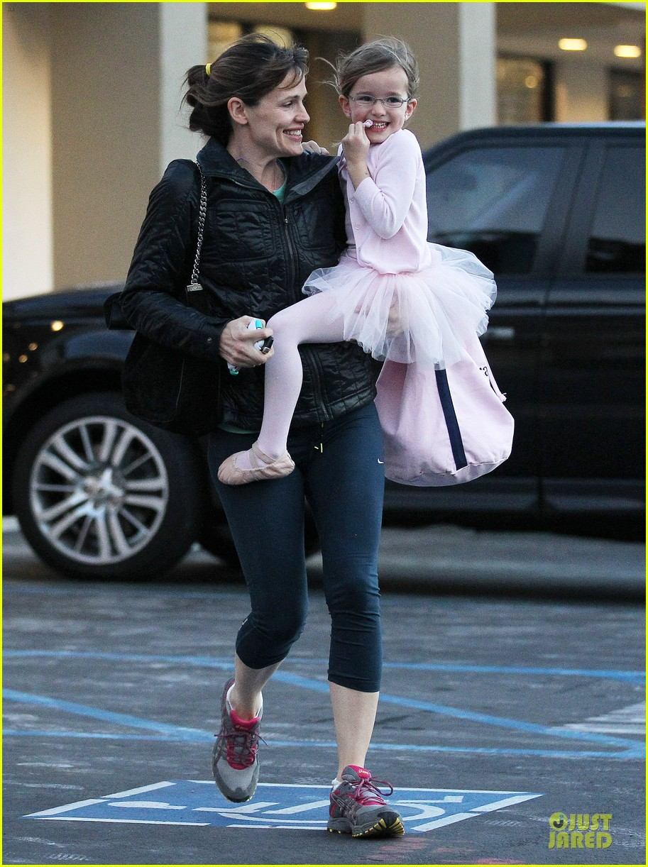jennifer garner wraps week with seraphina ballet class 163011771