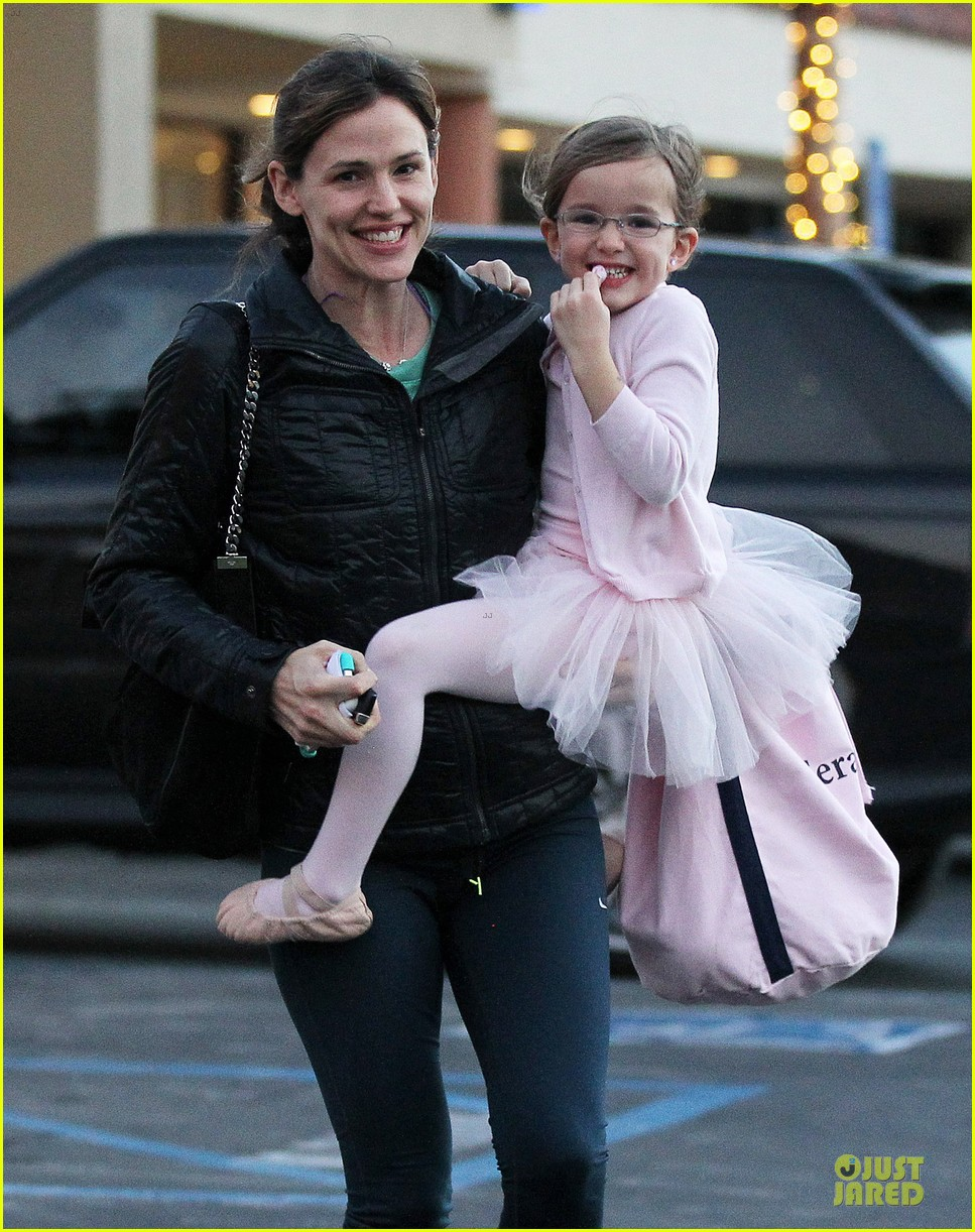 jennifer garner wraps week with seraphina ballet class 18