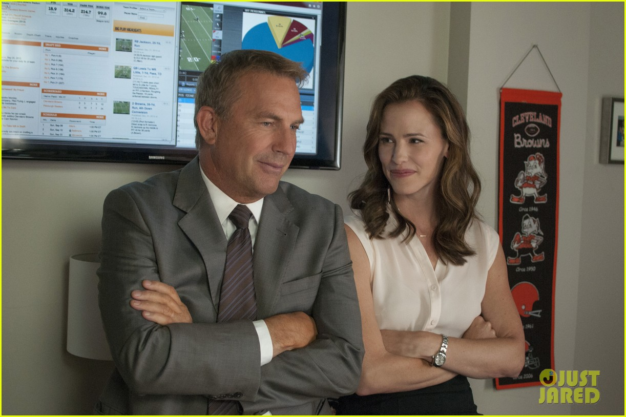 jennifer garner kevin costner draft day trailer stills 02