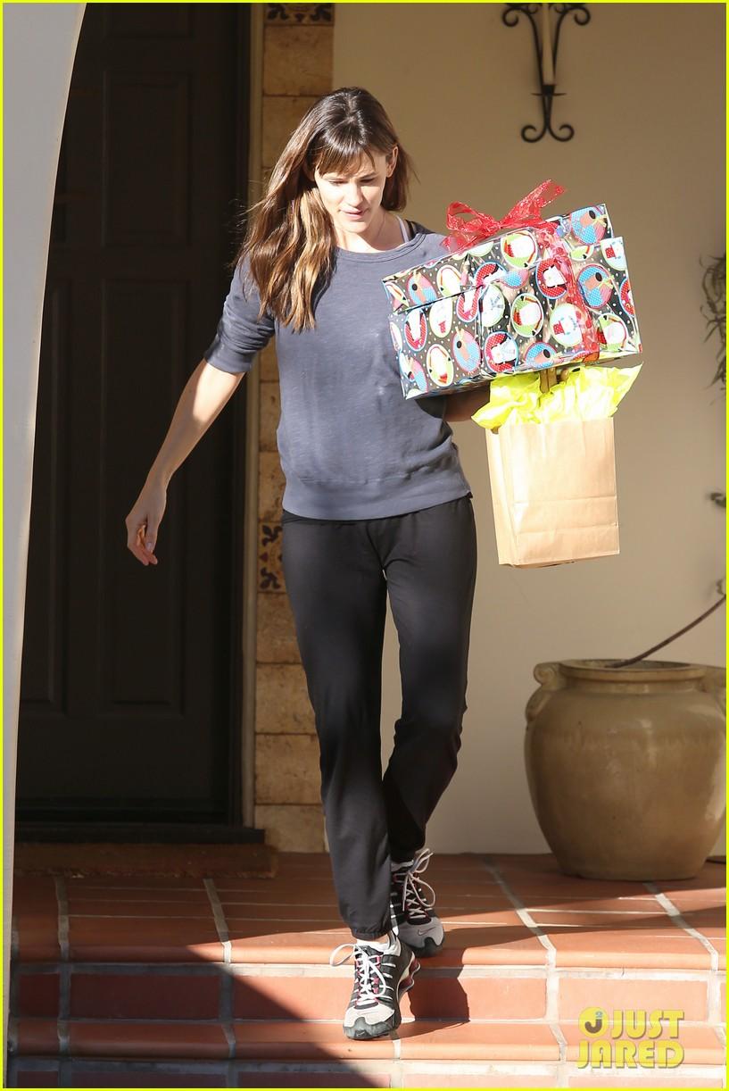 jennifer garner gets ready for christmas picks up gifts 073015444