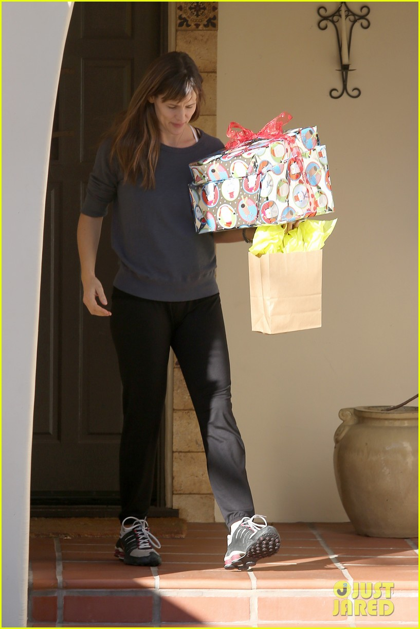 jennifer garner gets ready for christmas picks up gifts 083015445