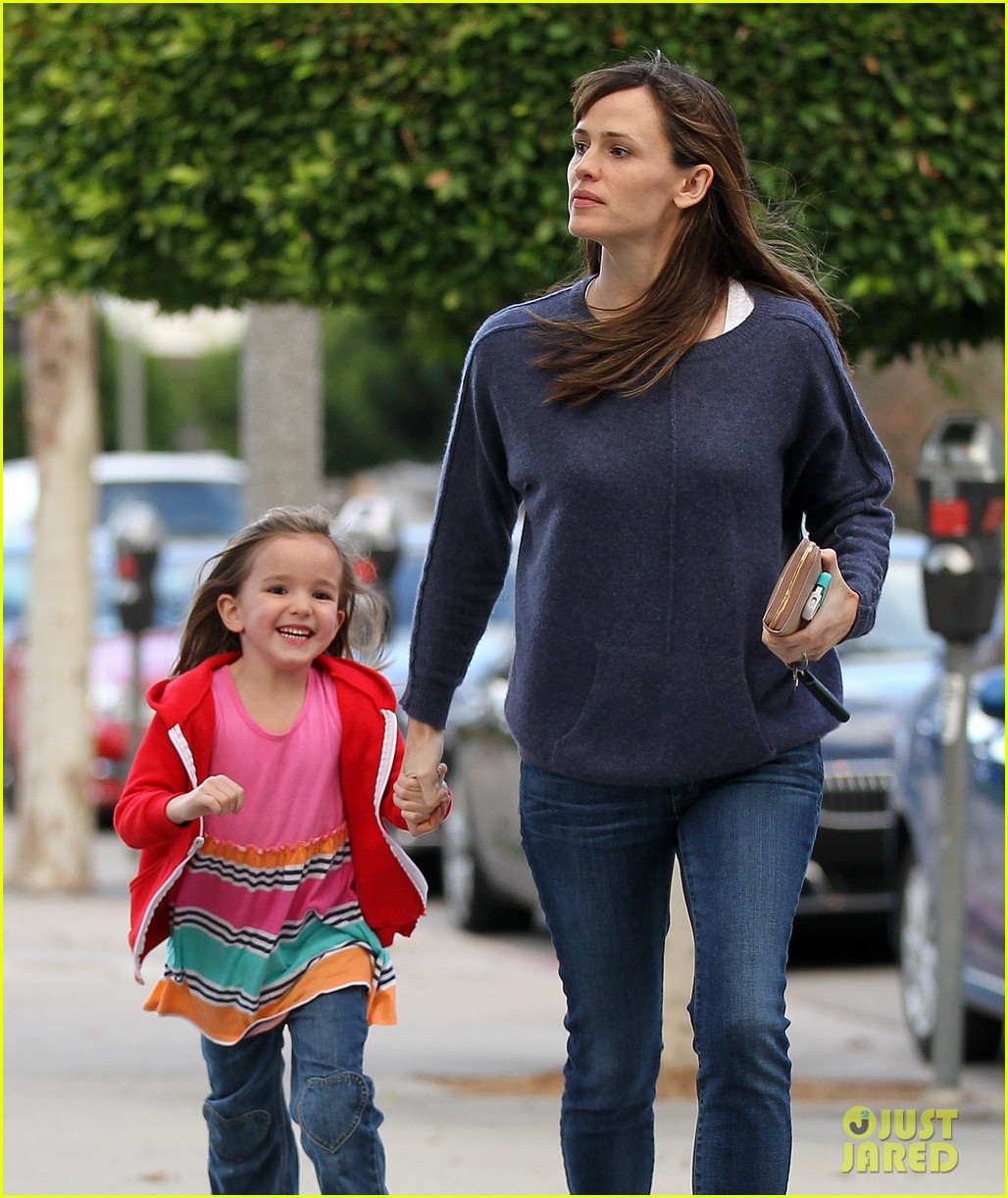 jennifer garner gets ready for christmas picks up gifts 123015449