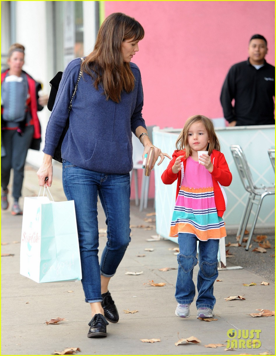 jennifer garner gets ready for christmas picks up gifts 163015453
