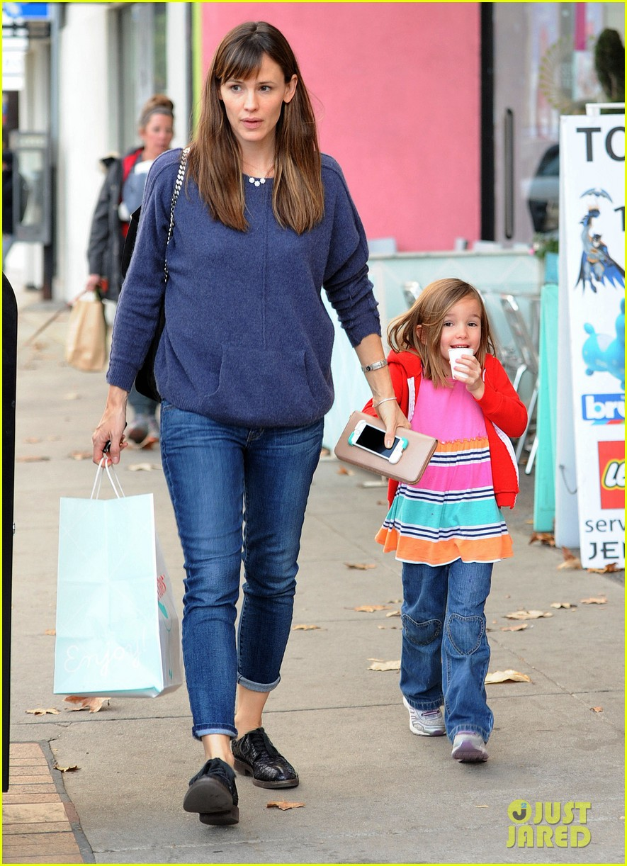 jennifer garner gets ready for christmas picks up gifts 193015456