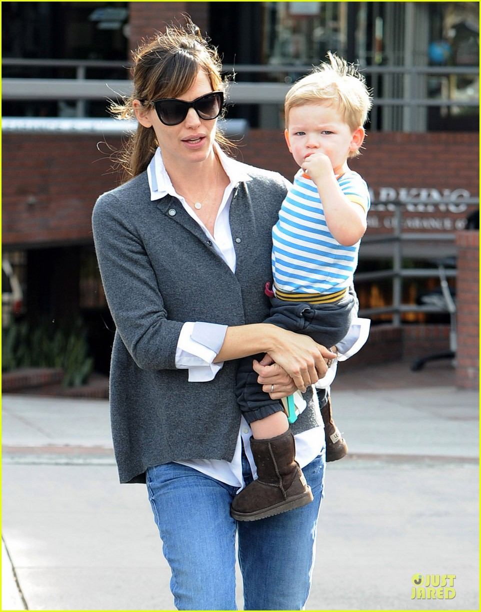 jennifer garner haircut for lollipop lovin samuel 023004030