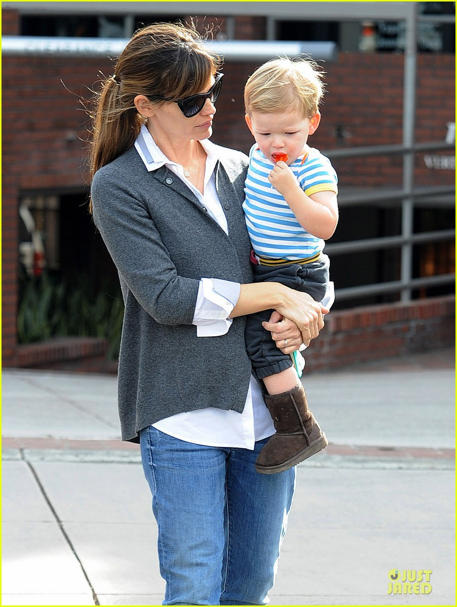 jennifer garner haircut for lollipop lovin samuel 063004034
