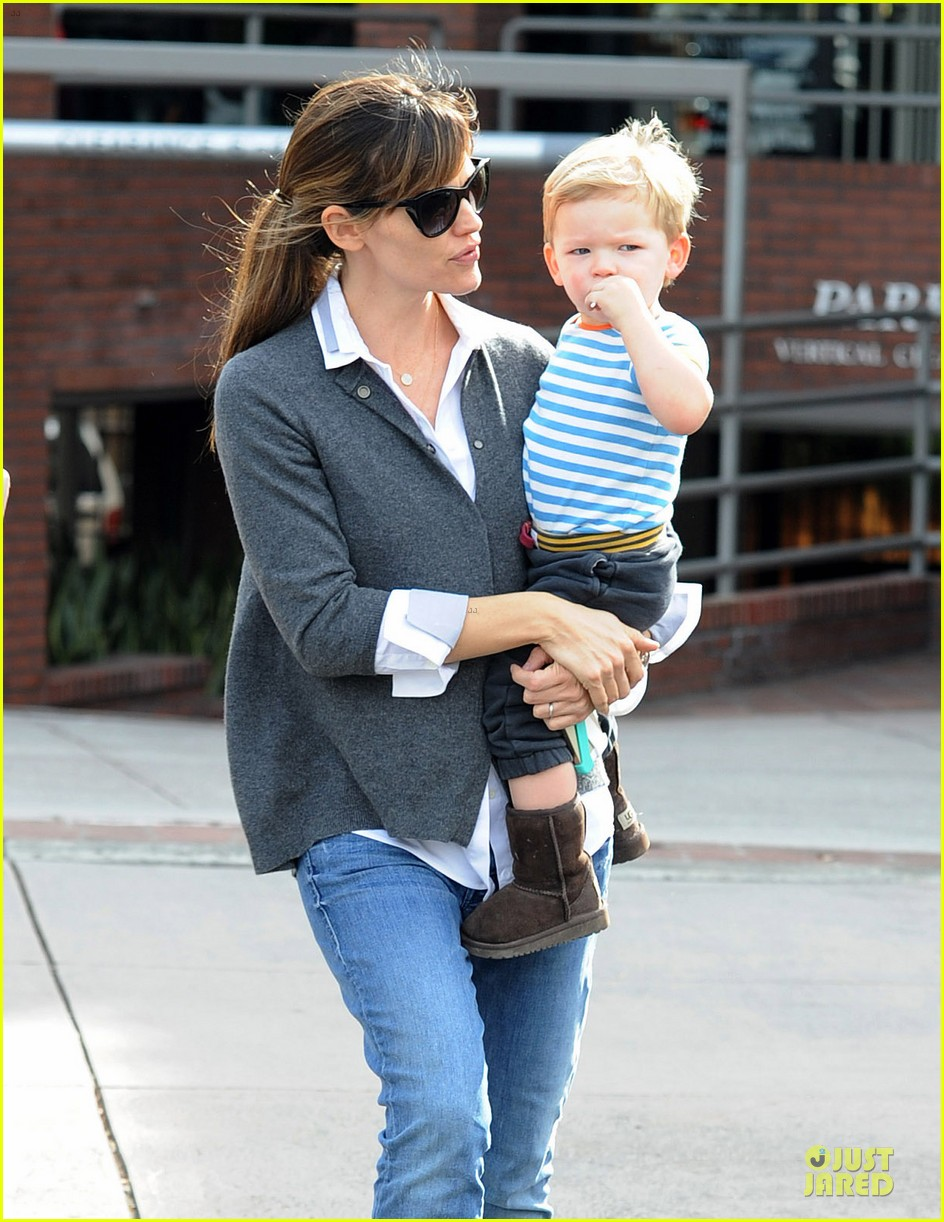 jennifer garner haircut for lollipop lovin samuel 073004035