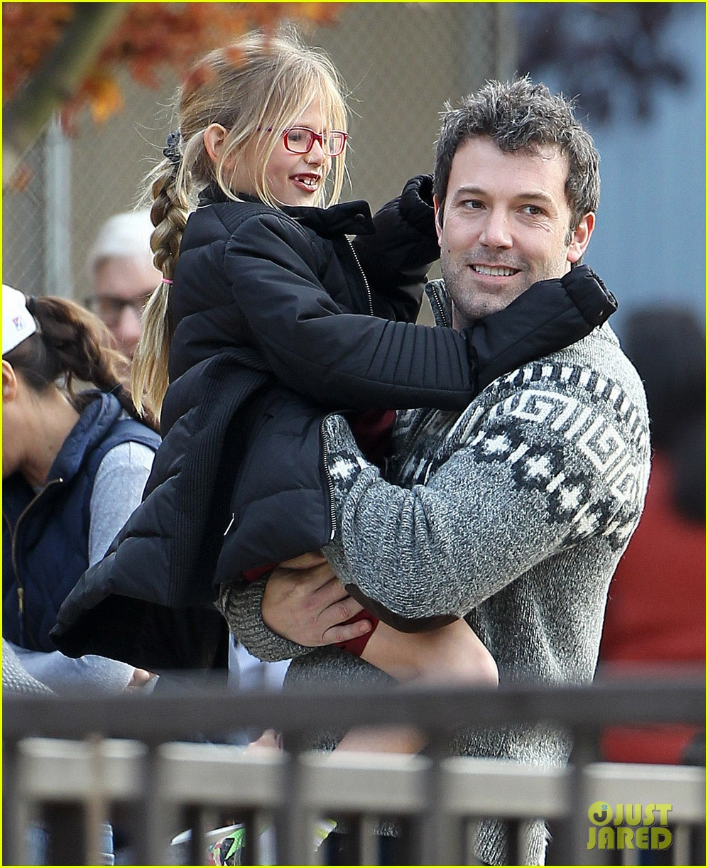 jennifer garner ben affleck sunday park day with the kids 023008323