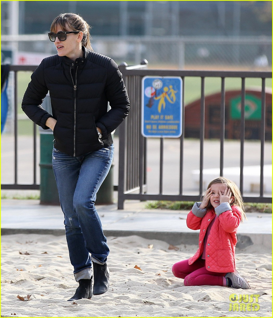 jennifer garner ben affleck sunday park day with the kids 093008330