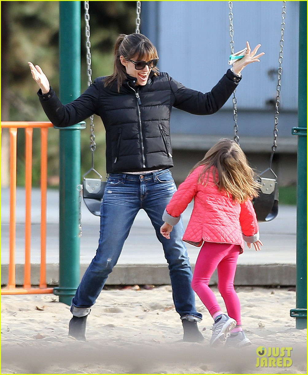 jennifer garner ben affleck sunday park day with the kids 103008331