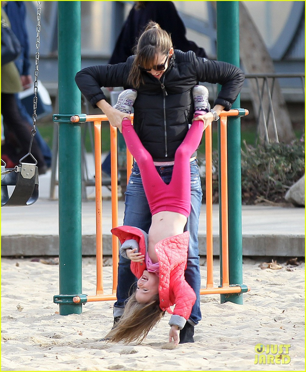 jennifer garner ben affleck sunday park day with the kids 123008333