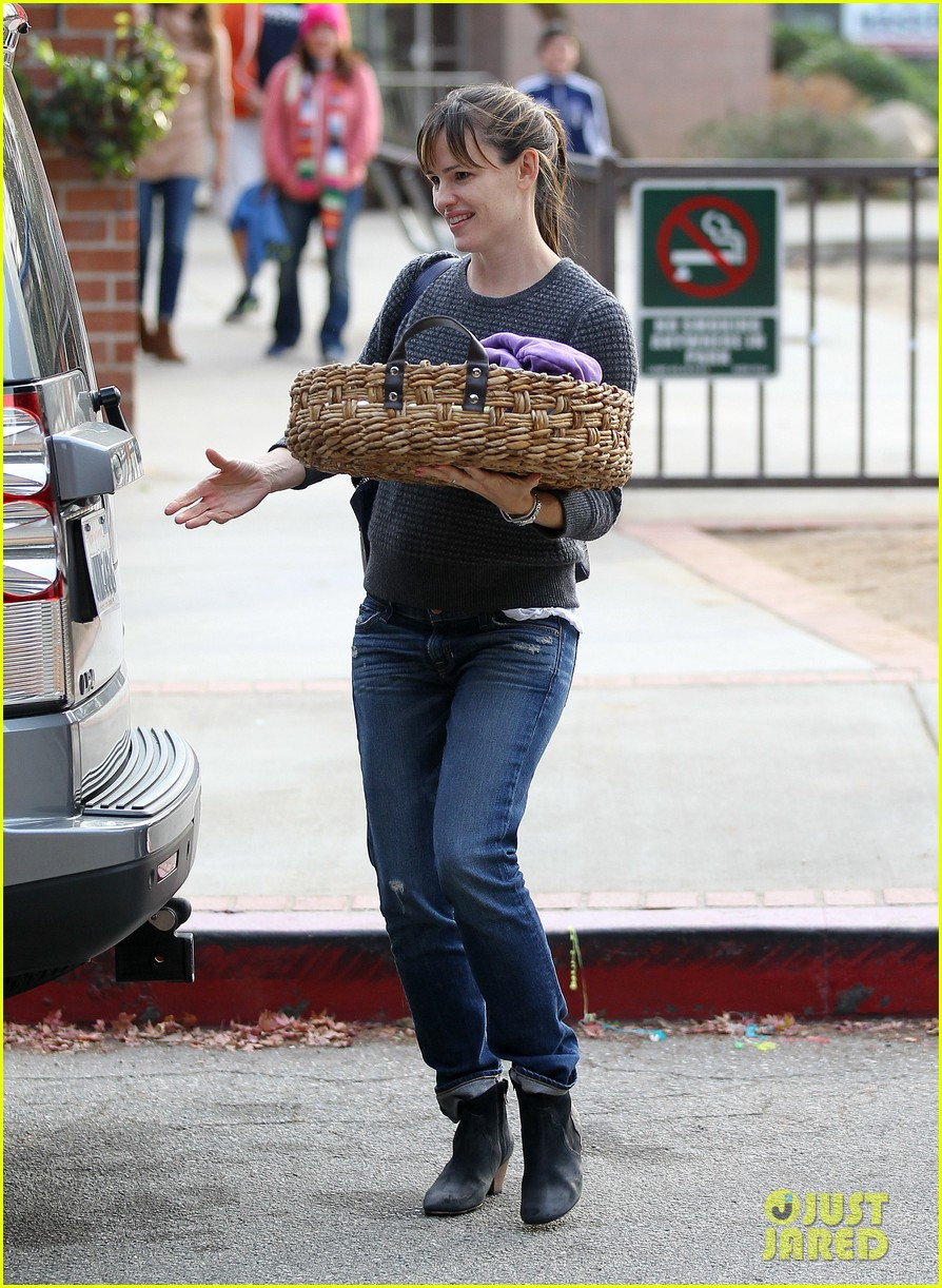 jennifer garner ben affleck sunday park day with the kids 21