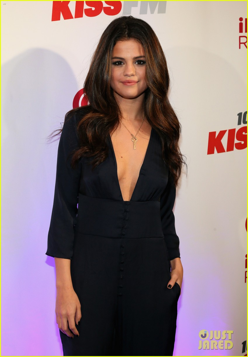 selena gomez ariana grande 1061 kiss fm jingle ball 043003800