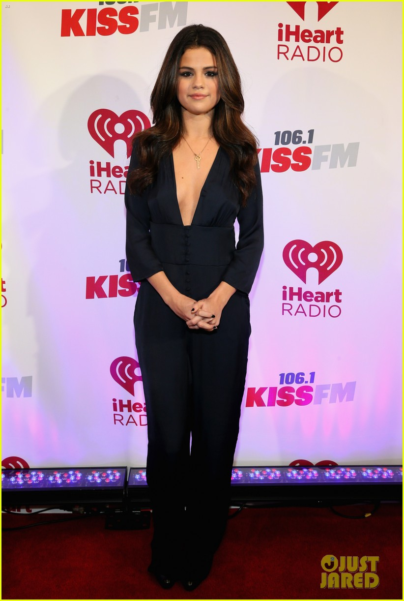 selena gomez ariana grande 1061 kiss fm jingle ball 063003802