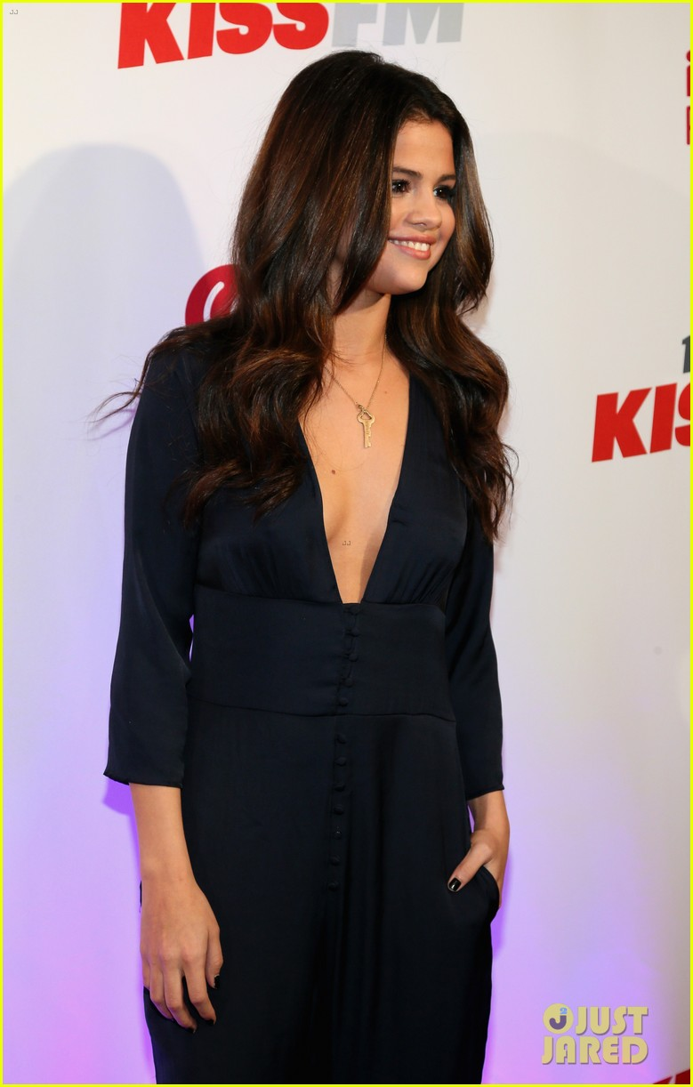 selena gomez ariana grande 1061 kiss fm jingle ball 083003804