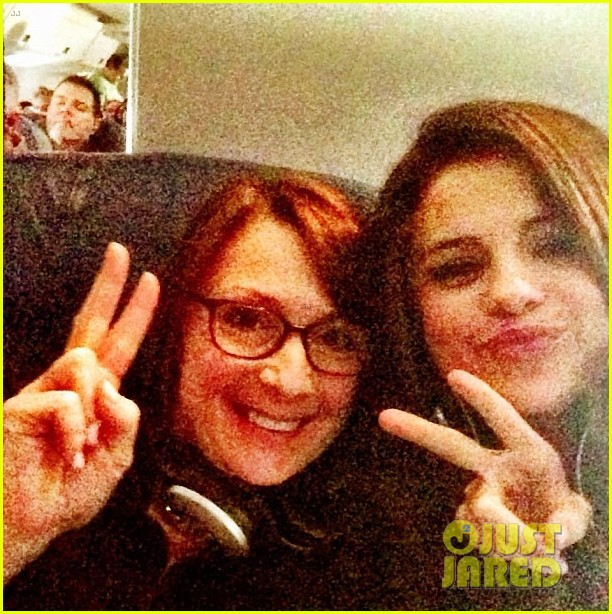 selena gomez makes new friend on flight gets unicef donation 033018528